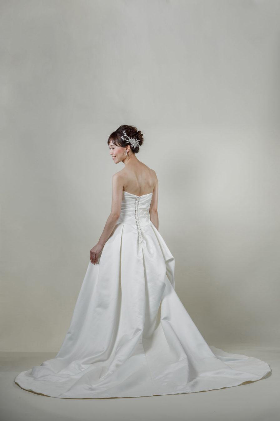 洋装 ウェディング ドレス 前撮り 後ろ向き画像 W1102 スタンダードコレクション