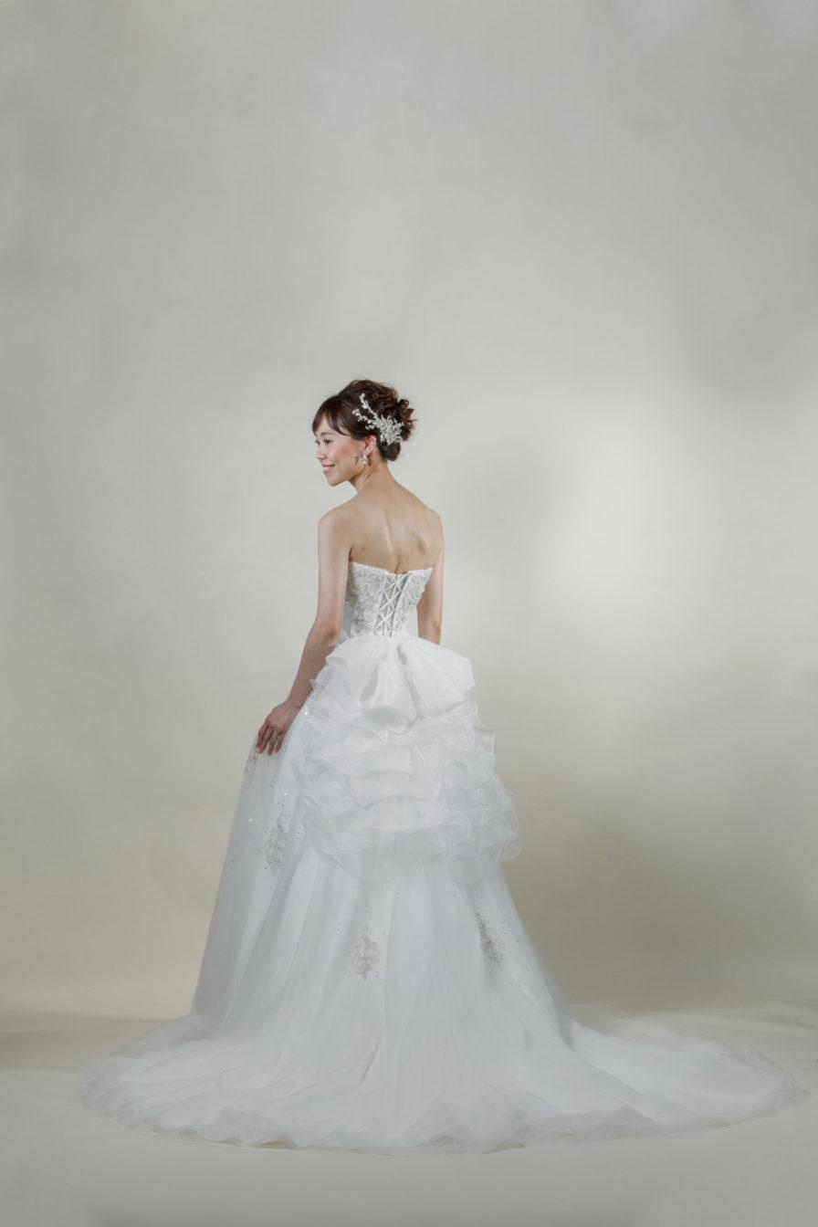 洋装 ウェディング ドレス 前撮り 後ろ向き画像 CA-609B ラグジュアリーコレクション