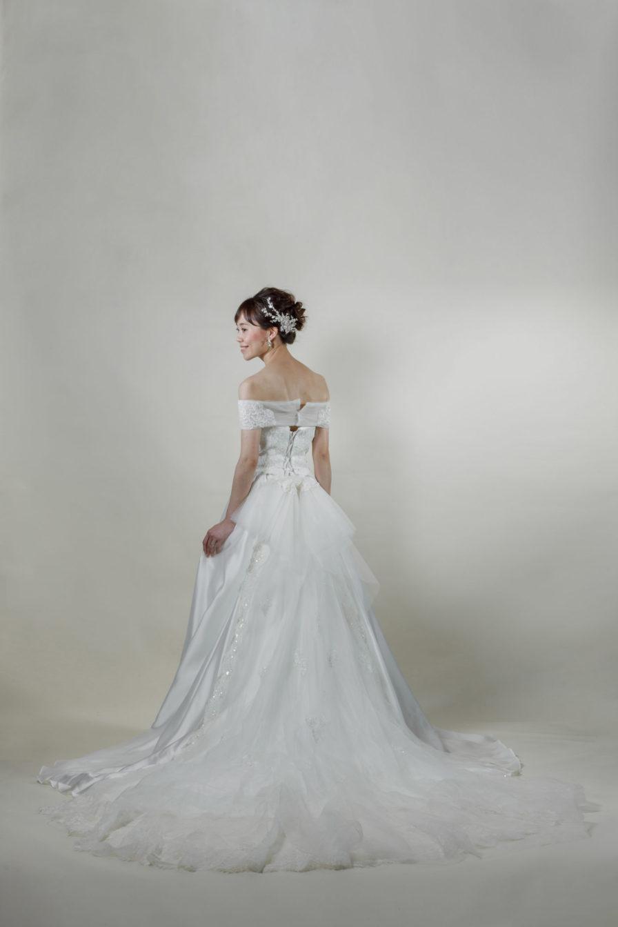 洋装 ウェディング ドレス 前撮り 後ろ向き画像 CR-1431-A ラグジュアリーコレクション