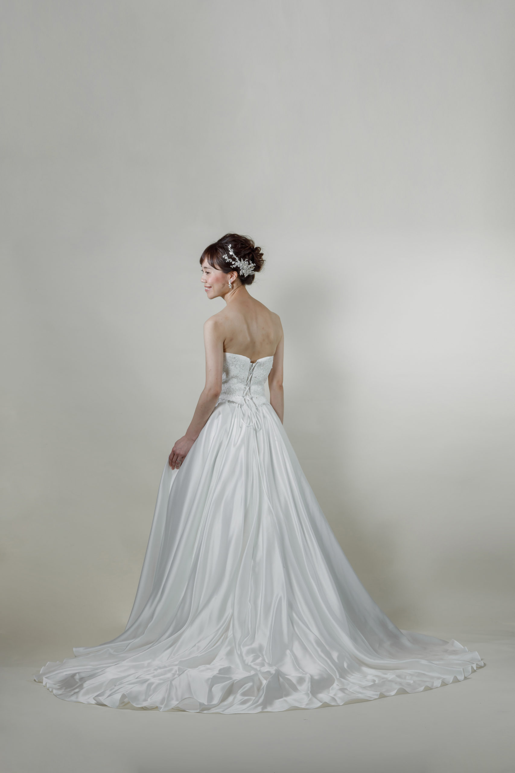 洋装 ウェディング ドレス 前撮り 後ろ向き画像 CR-1431-B ラグジュアリーコレクション