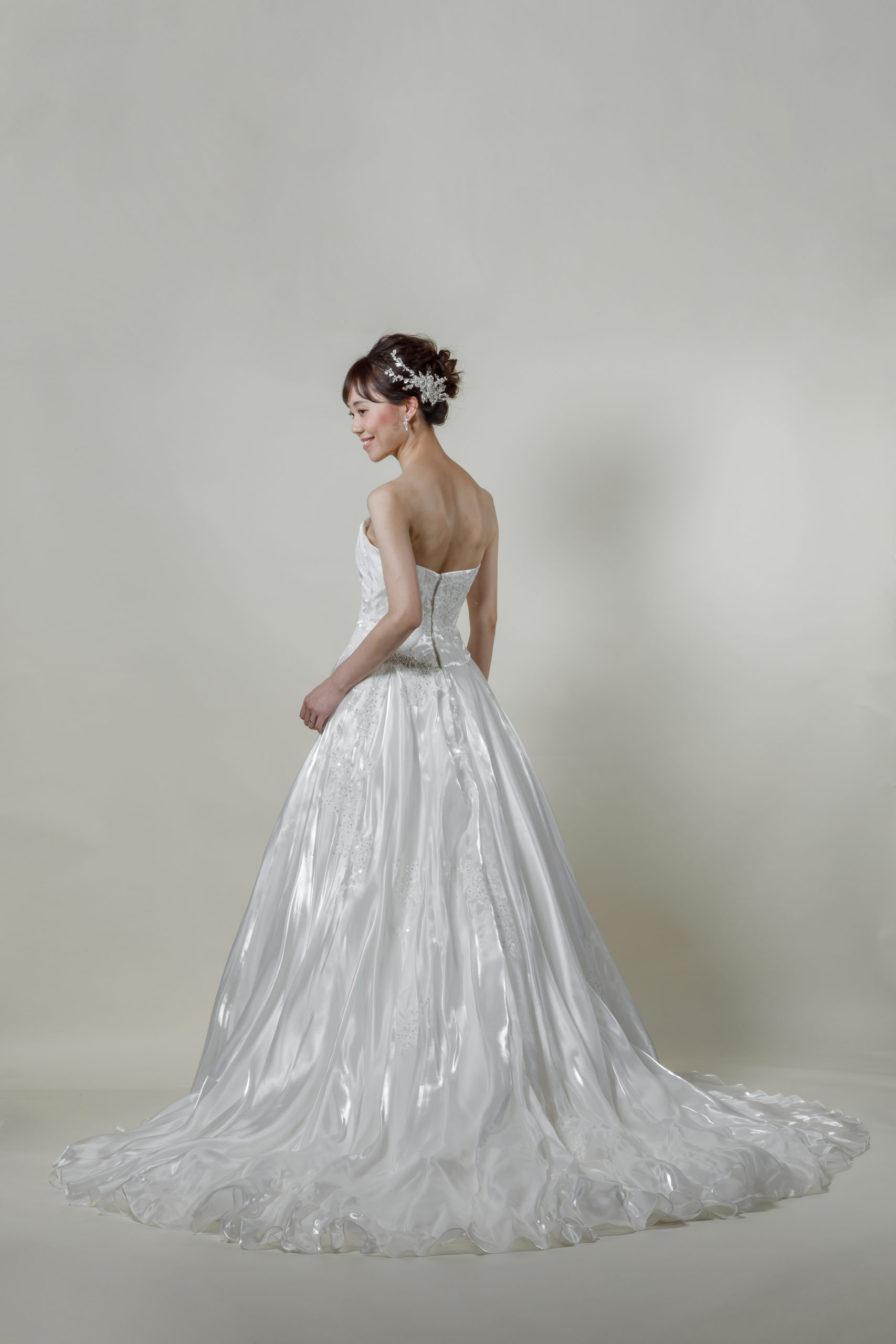 洋装 ウェディング ドレス 前撮り 後ろ向き画像 RI-8024 ラグジュアリーコレクション